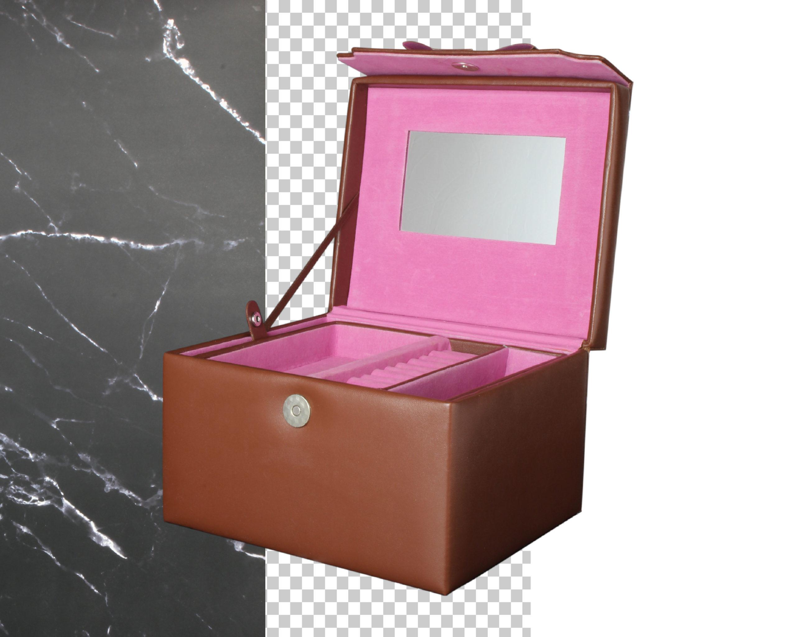 Packshot- szkatułka na biżuterię tło czysto białe, czarny marmurek, przezroczyste