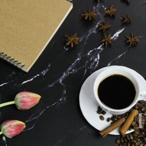 Zdjęcie styliaowane - kompozycja z kawą w roli głównej 3