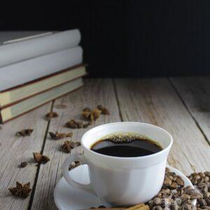 Zdjęcie styliaowane - kompozycja z kawą w roli głównej 2