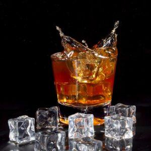 Fotografia reklamowa, splash - szklaneczka whisky 3
