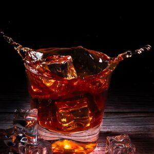 Fotografia reklamowa, splash - szklaneczka whisky 2