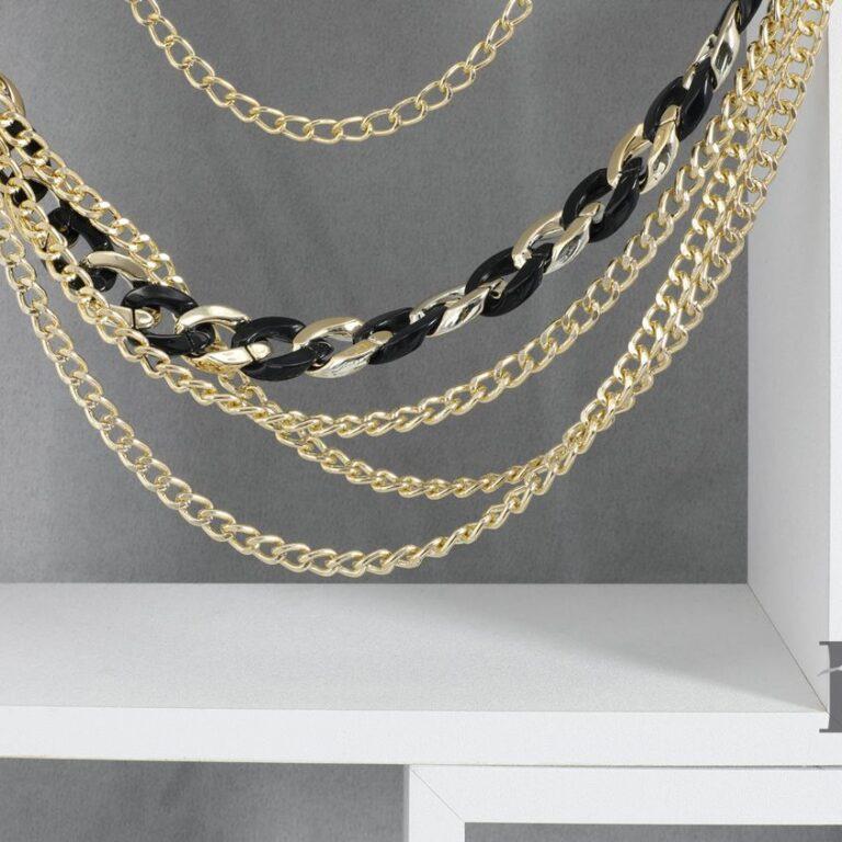 Pasek łańcuch- fotografia aranżowana